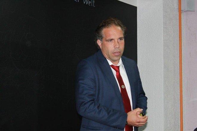 высшая лига Голландия, ПСВ, Руд ван Нистелрой, Мемфис Депай, Закария Баккали