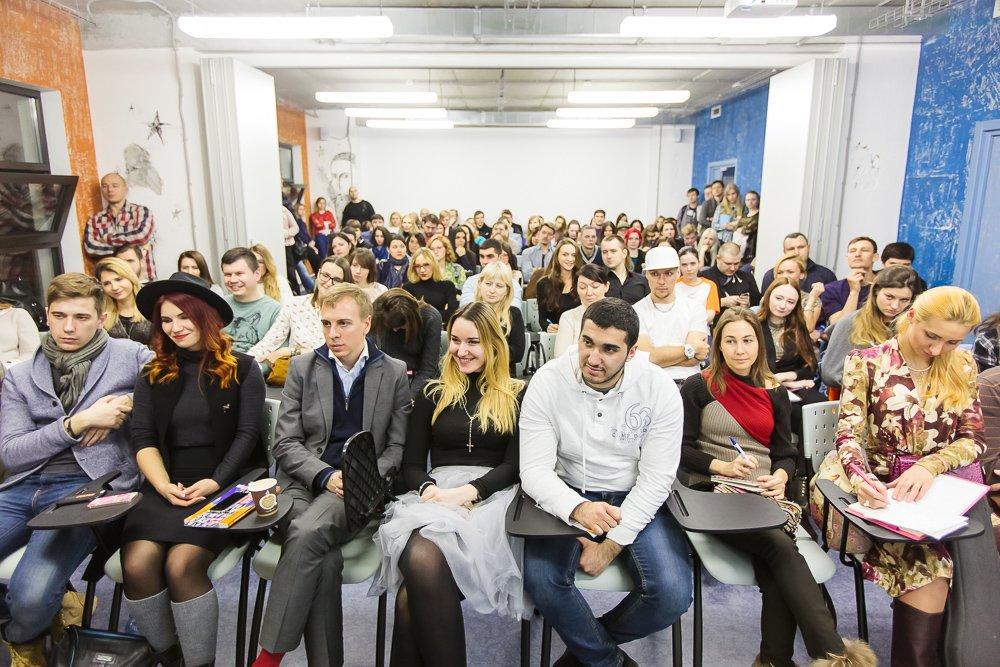 Учебный центр RMA в Москве сдает в аренду учебные аудитории и многофункциональные конференц-залы для проведения семинаров, тренингов, конференций, официальных встреч и презентаций. Экран, проектор, меловая доска, компьютер, wi-fi входят в стоимость аренды помещения